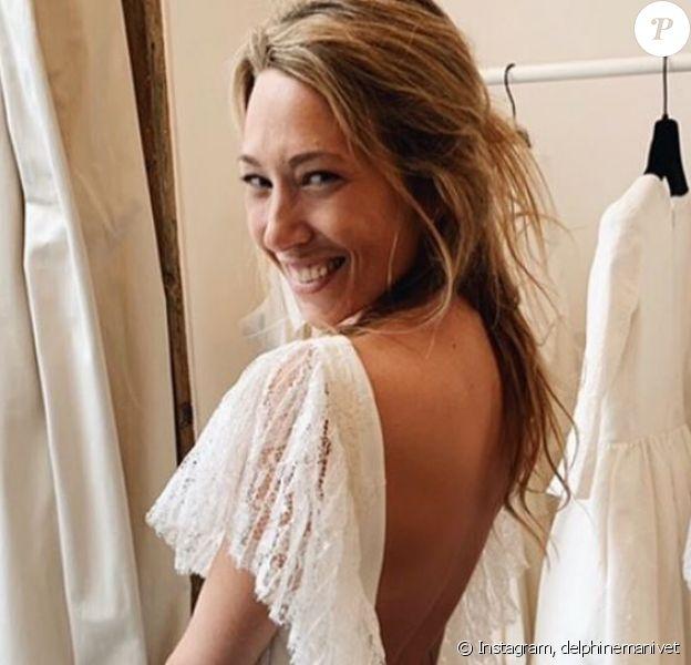 Laura Smet habillée d'une robe Delphine Manivet lors de son mariage religieux avec Raphaël Lancrey-Javal célébré le 15 juin 2019 en l'église Notre-Dame des Flots, à Lège-Cap-Ferret.