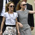 """Vanessa Paradis (épouse Benchetrit) et sa fille Lily-Rose Depp - Sorties du défilé de mode """"Chanel"""", collection Haute-Couture automne-hiver 2018/2019, à Paris. Le 3 juillet 2018."""