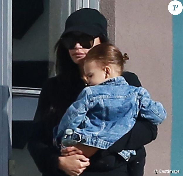 Exclusif - Naya Rivera est allée déjeuner avec son fils Josey Dorsey au restaurant Alcove à Los Feliz, le 14 mars 2018  For germany call for price - Please hide children face prior publication Exclusive - Actress Naya Rivera and her son Josey Dorsey are seen stepping out for lunch at Alcove in Los Feliz. Naya was rocking an all black outfit as she enjoyed an afternoon with her little man. 14th march 201814/03/2018 - Los Angeles