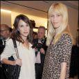 Claudia Schiffer et une amie à la nuit de la mode à Londres le 10/10/09