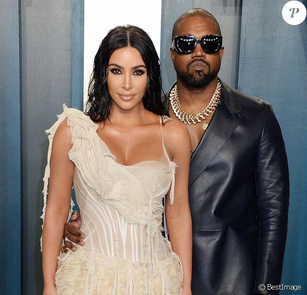 """Info du 4 juillet 2020 - Kanye West annonce sa candidature à l'élection présidentielle américaine sur Twitter Kim Kardashian et son mari Kanye West - People à la soirée """"Vanity Fair Oscar Party"""" après la 92ème cérémonie des Oscars 2020 au Wallis Annenberg Center for the Performing Arts à Los Angeles, le 9 février 2020."""