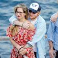 Ed Sheeran et sa compagne Cherry Seaborn ont été aperçus en train de prendre du bon temps avec des amis à Ibiza en Espagne, le 9 juin 2019.