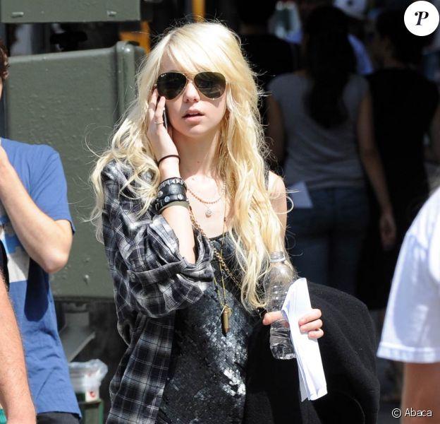 La craquante Taylor Momsen sur le tournage de la série Gossip Girl, près du Metropolitan Museum, à New York, le 14 septembre 2009 !
