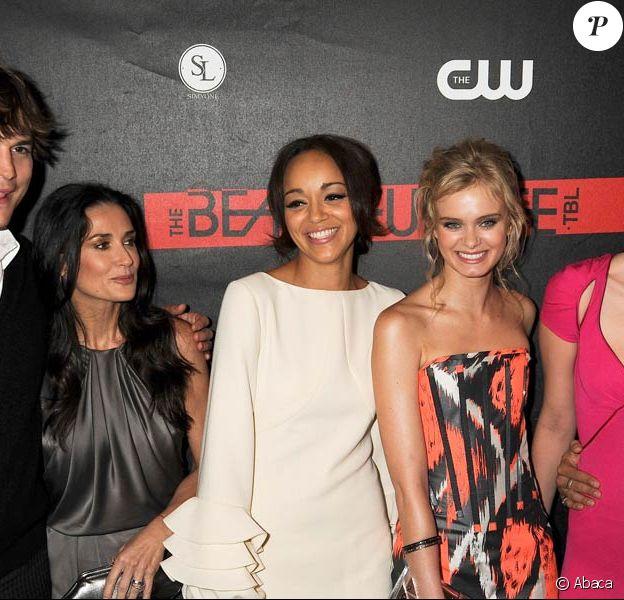 Ashton Kutcher, Demi Moore, Ashley Madekwe, Sara Paxton et Mischa Barton posent lors de la soirée The Beautiful Life organisée par CW au Simyone Lounge le 12 septembre 2009 à New-York