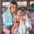 Carla Moreau avec sa fille Ruby au manège, le 16 juillet 2020