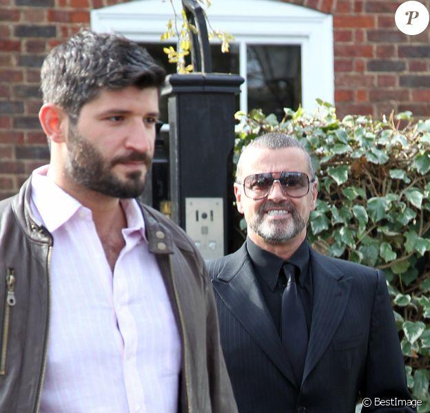 George Michael quitte son domicile avec son petit-ami Fadi Fawaz à Londres