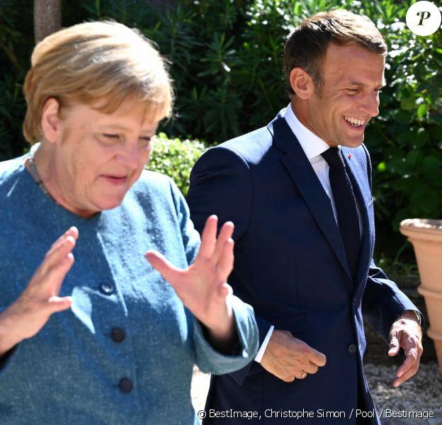 Le président français Emmanuel Macron et son épouse Brigitte Macron accueillent la chancelière allemande Angela Merkel au Fort de Brégançon, à Bormes-les-Mimosas, dans le sud-est de la France. © Christophe Simon / Pool / Bestimage