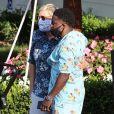 Exclusif - Ellen DeGeneres et Kevin Hart s'embrassent chaleureusement et se serrent dans les bras l'un de l'autre, en pleine épidémie de Coronavirus (COVID-19), à la sortie du Rosemont Miramar Beach Club à Santa Barbara. Le 15 août 2020.