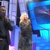 Marie-Anne Chazel et Richard Berry improvisent un karaoké... Attention les oreilles, ça attaque ! Regardez...