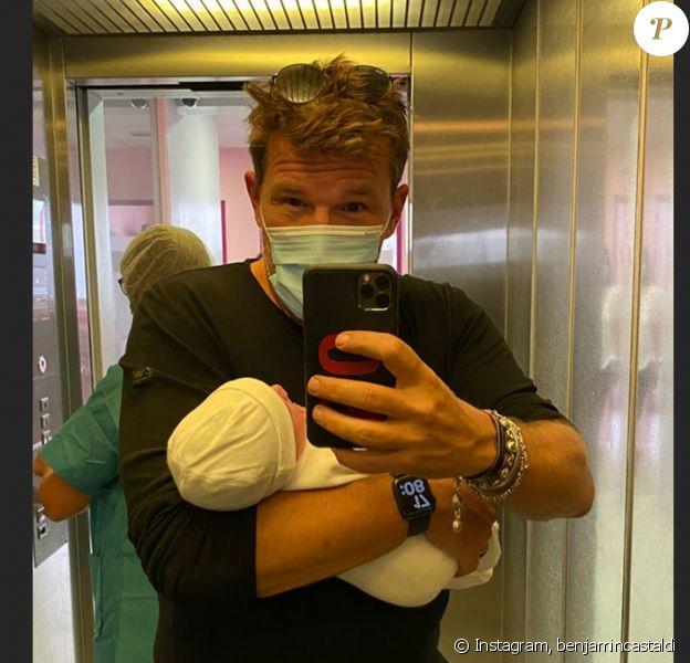 Benjamin Castaldi avec son fils dans les bras sur Instagram, fin août 2020.
