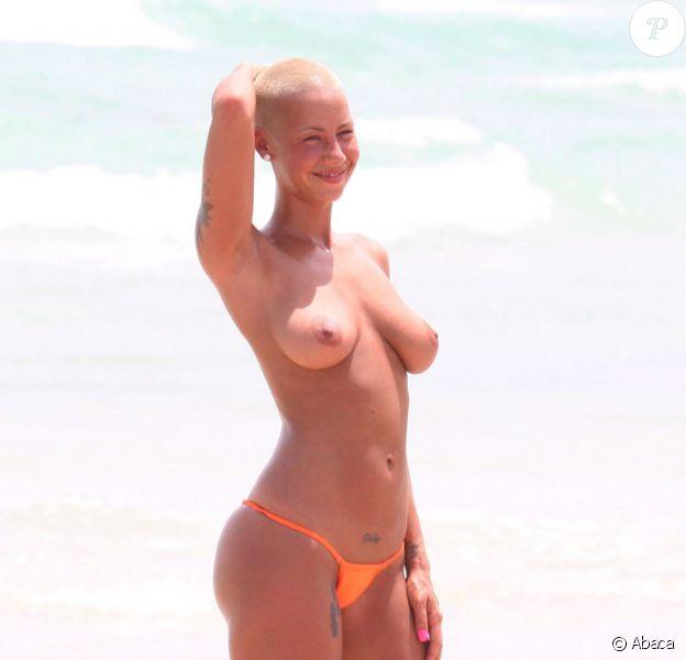 Amber Rose, en vacances à Miami au mois d'août 2009 avec son amoureux Kanye West