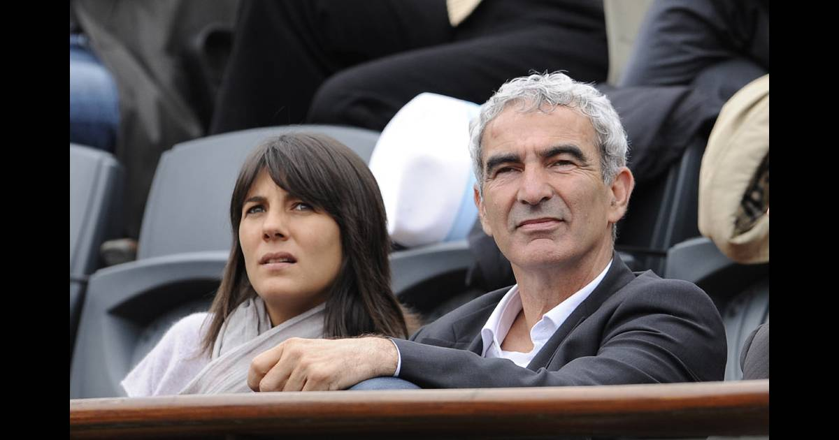 raymond domenech et estelle denis purepeople. Black Bedroom Furniture Sets. Home Design Ideas