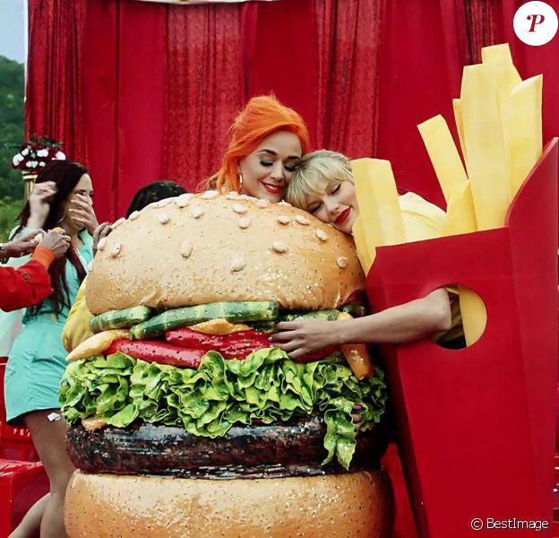 """Taylor Swift et Katy Perry se rabibochent et tournent ensemble dans le nouveau clip de Taylor Swift """"You Need to Calm Down""""."""