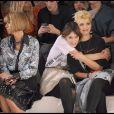 Anna Wintour, Alexa Chung et Pixie Geldof lors du défilé de la marque des deux soeurs Miller, Twenty8Twelve lors de la Fashion Week de Londres le 21 septembre 2009