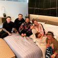 Chrissy Teigen, enceinte de son troisième enfant, avec son mari John Legend, leur fille Luna, la mère de Chrissy et deux autres amis. Septembre 2020.