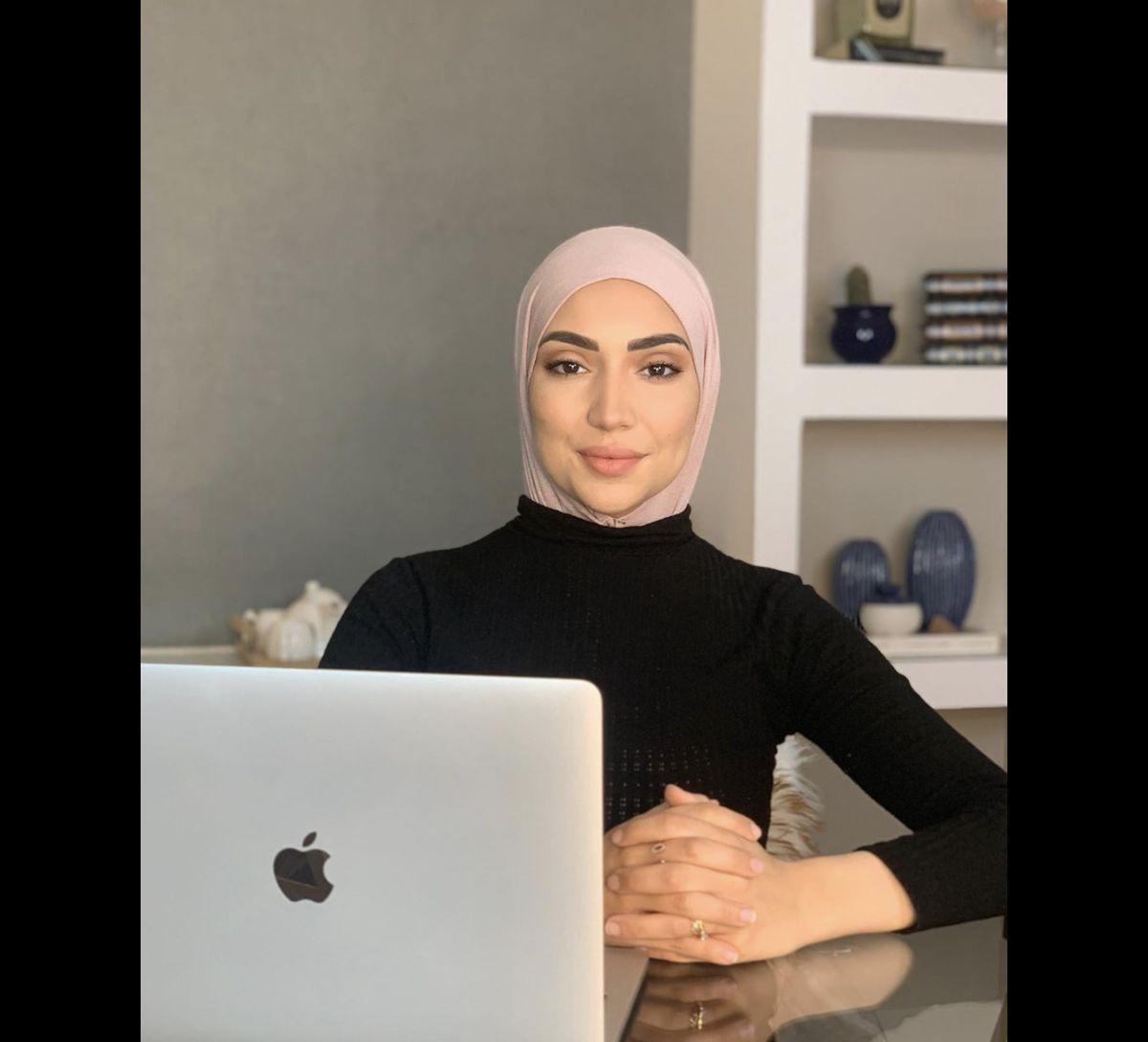 Enquete Exclusive Une Youtubeuse Scandalisee Denonce Une Censure Purepeople
