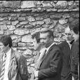 En France, à Boissy-sans-Avoir dans les Yvelines, Michel Piccoli et Laurent Petin lors des obsèques de Romy Schneider le 2 juin 1982.