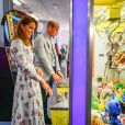 "Le prince William, duc de Cambridge, et Kate Middleton, duchesse de Cambridge, lors de leur visite à ""Island Leisure Amusement Arcade"" à Barry (Royaume-Uni), le 4 août 2020."