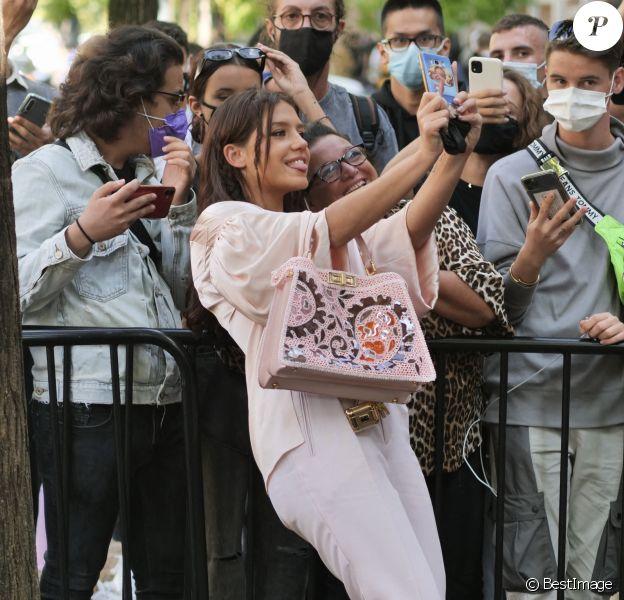 Adèle Exarchopoulos assiste au défilé Fendi, collection prêt-à-porter printemps-été 2021, à la Fashion Week de Milan.