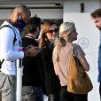 Patrick Puydebat (Les mystères de l'amour) embrasse avec passion sa compagne en marge du festival Canneseries Saison 3 le 10 octobre 2020. © Bruno Bebert / Bestimage