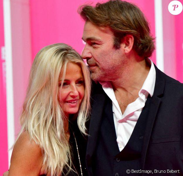 Patrick Puydebat et sa compagne au photocall de la seconde soirée du festival Canneseries saison 3 au Palais des Festivals à Cannes, octobre 2020. © Bruno Bebert / Bestimage
