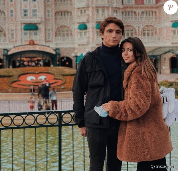 Alizée Lyonnet part en voyage avec son amoureux, à Disneyland Paris.