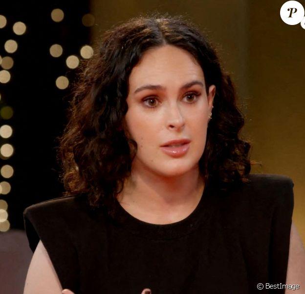 Rumer Willis, invitée sur le plateau du Red Table Talks, révèle avoir perdu sa virginité à 18 ans avec un homme plus âgé. Octobre 2020