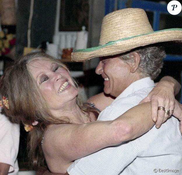 Archives - Brigitte Bardot et son mari Bernard d'Ormale lors de leur 5ème anniversaire de mariage à Saint-Tropez.