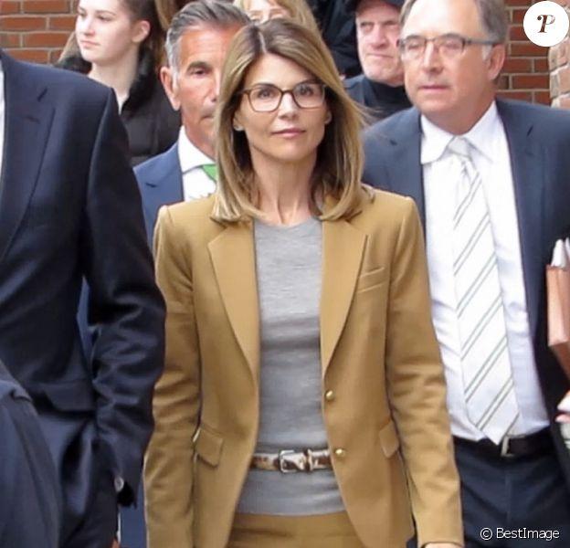 Lori Loughlin et son mari Mossimo Giullanni à la sortie du tribunal de Boston, le 4 mars 2019.