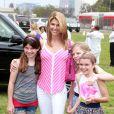 """Lori Loughlin et ses filles Olivia et Isabella lors du 21ème """"A Time For Heroes"""" à Los Angeles. Le 13 juin 2010."""