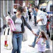 Katie Holmes a laissé sa petite Suri s'habiller toute seule... Trop craquante !