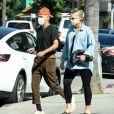 Exclusif - Ashlee Simpson, enceinte et son mari Evan Ross célèbrent leurs 3 ans de mariage avec des amis proches à Rocco's Tavern à Studio City, en Californie le 31 aout 2020. Ils portent des masques pour faire face à l'épidémie de Coronavirus (COVID-19).