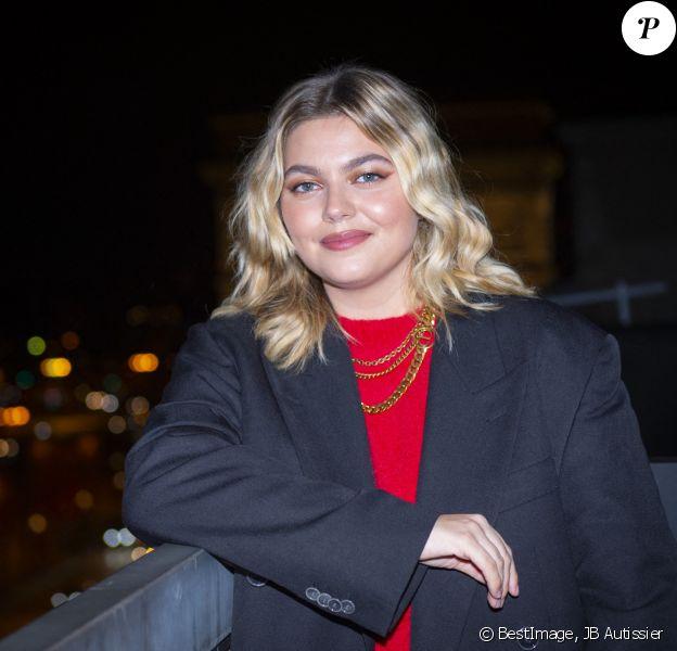 Exclusif - La chanteuse Louane lors de la cérémonie d'illumination des Champs Elysées à Paris. Louane Emera est la marraine de la 40ème cérémonie d'illumination des champs Elysées. © JB Autissier / Panoramic / Bestimage