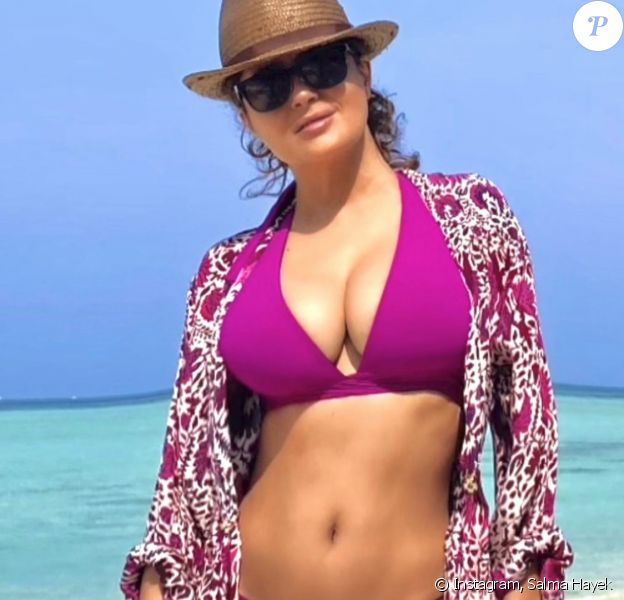 Salma Hayek, 54 ans et divine en bikini violet.