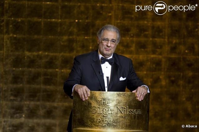 Placido Domingo a reçu des mains du roi Carl XVI Gustav de Suède le tout premier Prix Birgit Nilsson, le 13 octobre 2009 à Stockholm