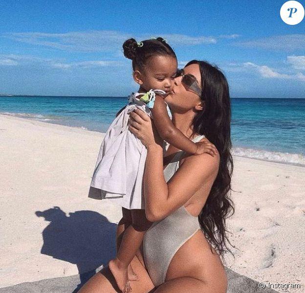 Kim Kardashian et sa fille Chicago (3 ans), janvier 2021.