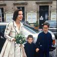Archives - Carole Bouquet avec ses fils Dimitri et Louis le jour de son mariage avec Jacques Leibowitch en 1991.