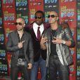 50 Cent entouré par Wisin et Yandel à l'occasion de la soirée Los Premios MTV, le 15 octobre 2009, aux studios Universal de Los Angeles.