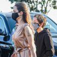Angelina Jolie et Knox Jolie-Pitt au restaurant Nobu dans le quartier de Malibu à Los Angeles pendant l'épidémie de coronavirus (Covid-19), le 27 août 2020.