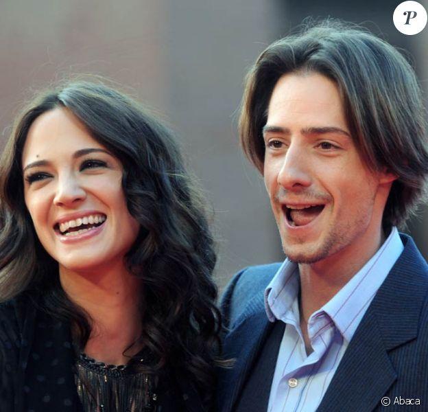 La belle Asia Argento et son mari, le charmant Michele Civetta, à l'occasion de l'avant-première de Dream Rush, dans le cadre du 4e Festival International du Film de Rome, le 19 octobre 2009 !