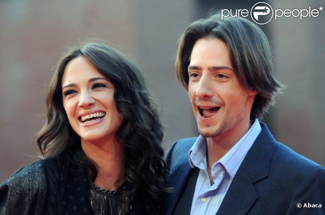 La belle Asia Argento et son mari, le charmant Michele Civetta, à l'occasion de l'avant-première de  Dream Rush , dans le cadre du 4e Festival International du Film de Rome, le 19 octobre 2009 !