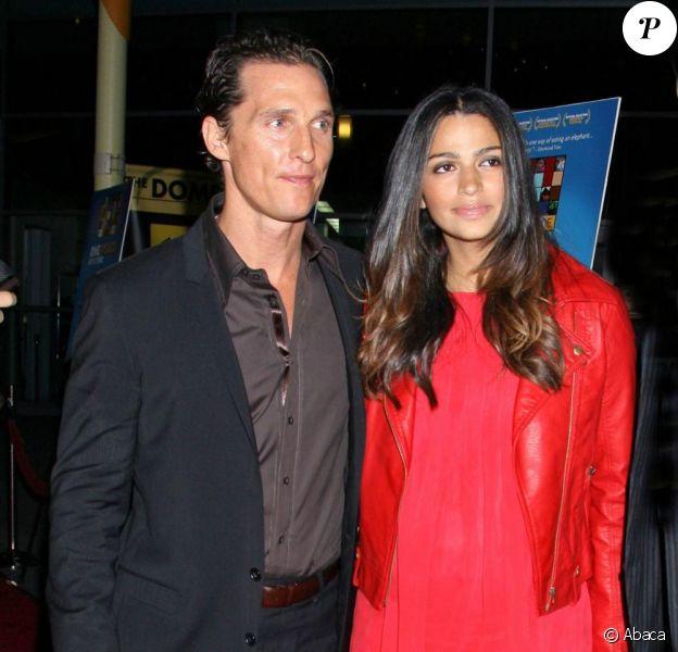 Matthew McConaughey et sa compagne Camila Alves arrivent à la projection de One Peace at a Time, à Hollywood. 21/10/09