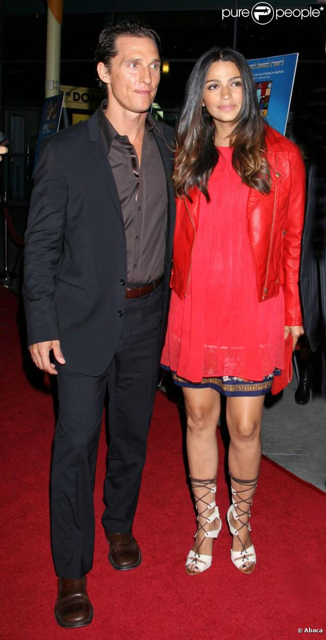 Matthew McConaughey et sa compagne Camila Alves arrivent à la projection de One Peace at a Time, à Hollywood. 21/10/09