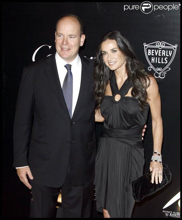 Demi Moore a prêté sa beauté à l'hommage rendu à Grace Kelly en présence du prince Albert de Monaco lors des Walk of Style Awards, à Beverly Hills, le 22 octobre 2009