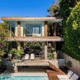 Pamela Anderson vend sa maison à Malibu pour commencer une nouvelle vie dans son pays natal, le Canada, avec son mari Dan Hayhurst.