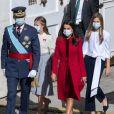 Le roi Felipe VI et la reine Letizia d'Espagne assistent en famille, avec la princesse Leonor et L'infante Sofia d'Espagne, à une cérémonie militaire à Madrid. Octobre 2020.