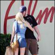 La très jolie Anna Faris et son mari Chris Pratt, en promenade à Hollywood, à Los Angeles, le 25 octobre 2009 !
