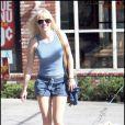 La très jolie Anna Faris et Woofy, en promenade à Hollywood, à Los Angeles, le 25 octobre 2009 !