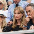 Richard Berry et sa femme Pascale Louange dans les tribunes lors des internationaux de tennis de Roland Garros à Paris. Le 4 juin 2019. © Jacovides-Moreau/Bestimage