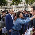 """Jeanne d'Hauteserre, Jean Dujardin - Projection du film """"OSS 177: Le Caire Nid d'Espions"""" sur l'avenue des Champs-Elysées à Paris. Le 7 juillet 2019. © Stephen Caillet/Panoramic/Bestimage"""